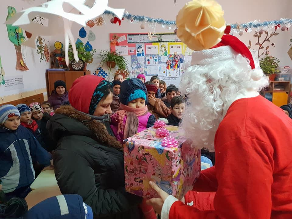 Bucurie de Crăciun – eveniment caritabil pentru zeci de copii și familii sărace